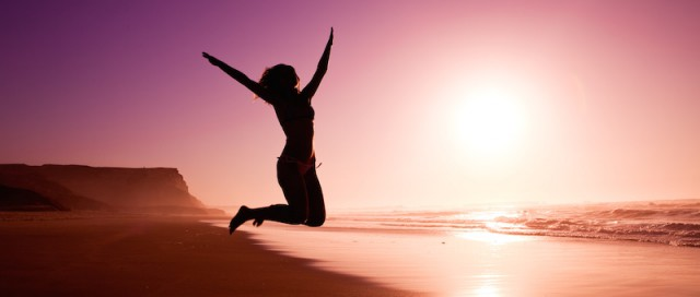 silhouette-of-jumping-woman-640x272